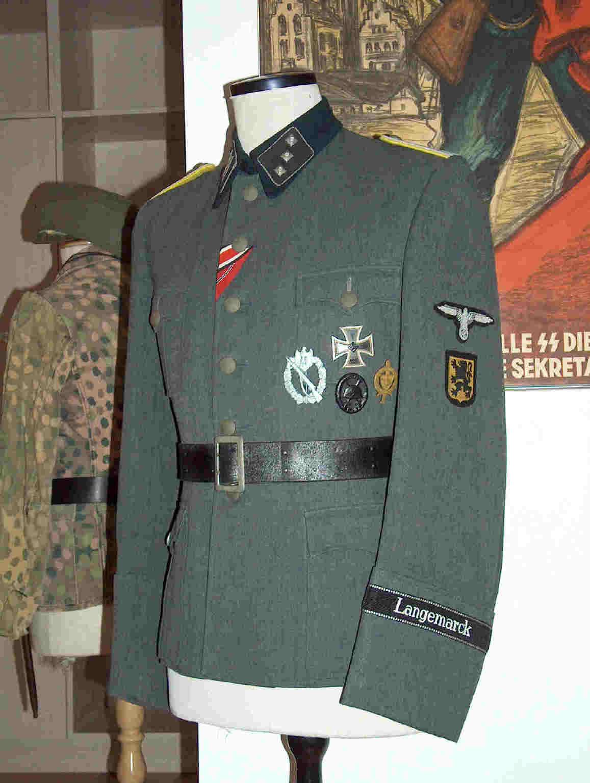uniform.JPG (41120 bytes)